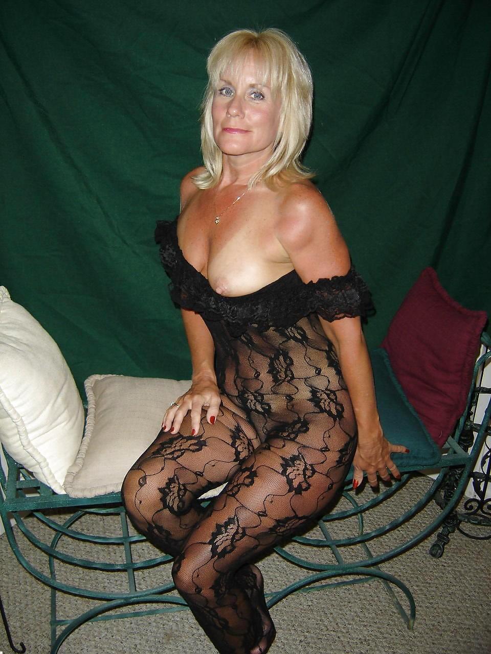 http://hotamateurmature.com/gallery/Housewives_milf_mature_elders/1.jpg