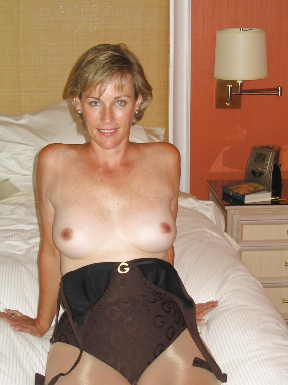 http://hotamateurmature.com/gallery/Housewives_milf_mature_elders/11.jpg