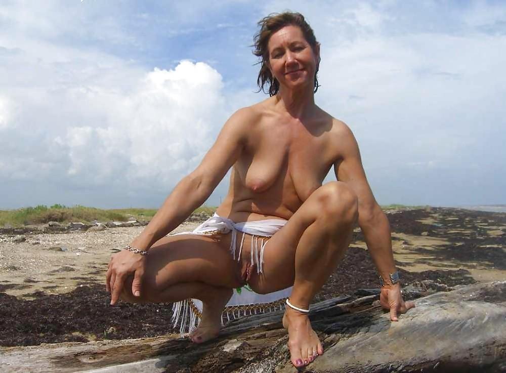 http://hotamateurmature.com/gallery/Housewives_milf_mature_elders/19.jpg