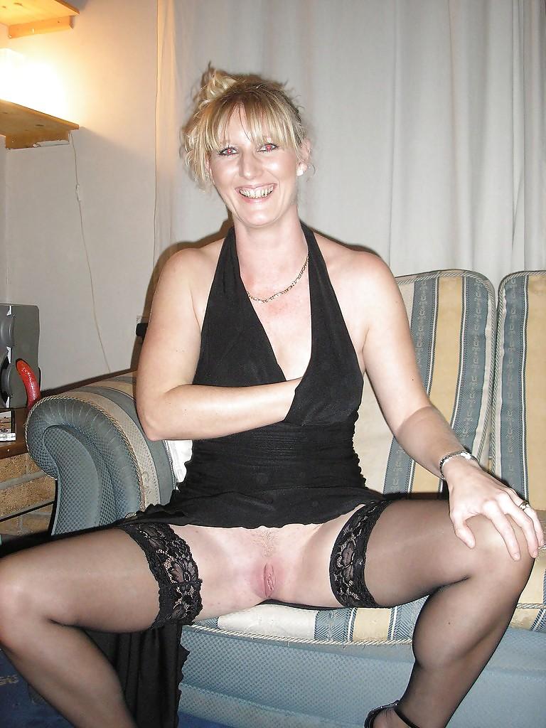 http://hotamateurmature.com/gallery/Housewives_milf_mature_elders/2.jpg