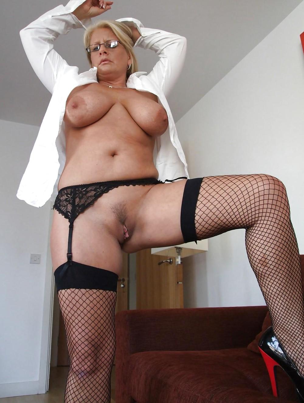 http://hotamateurmature.com/gallery/Housewives_milf_mature_elders/20.jpg