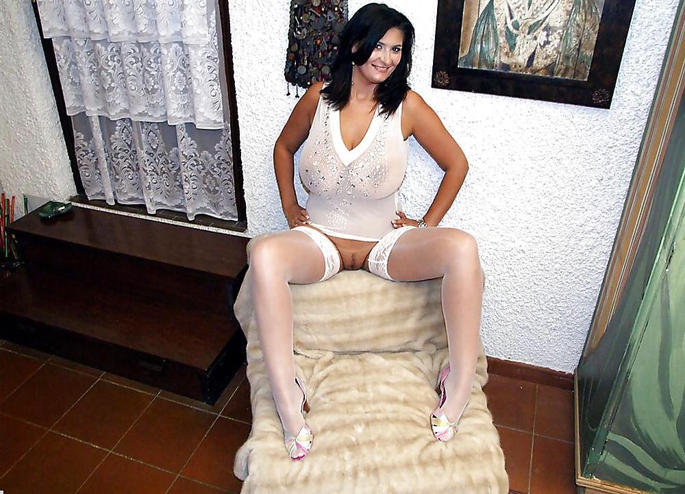 http://hotamateurmature.com/gallery/Housewives_milf_mature_elders/22.jpg