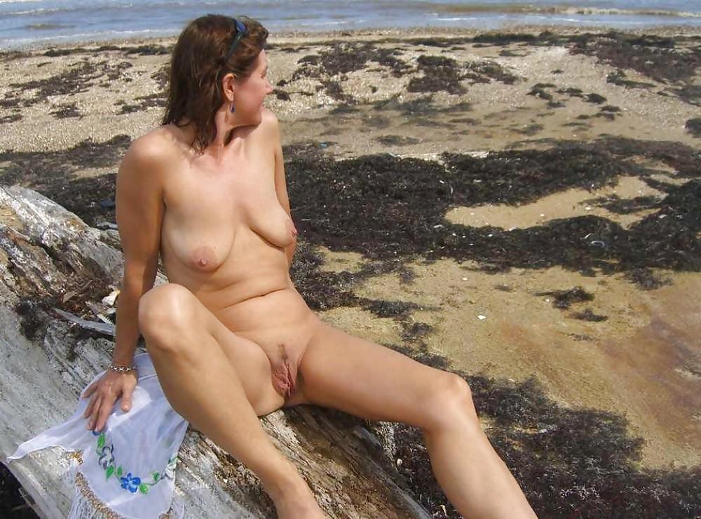 http://hotamateurmature.com/gallery/Housewives_milf_mature_elders/26.jpg