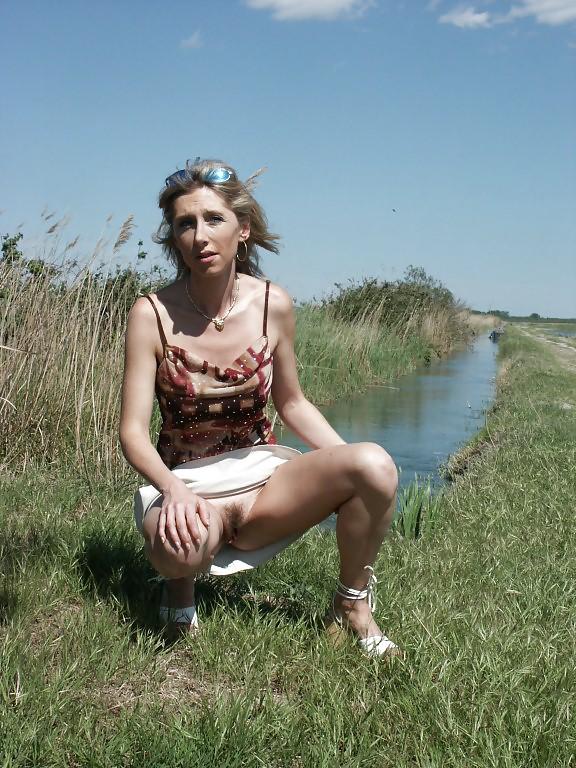 http://hotamateurmature.com/gallery/Housewives_milf_mature_elders/27.jpg