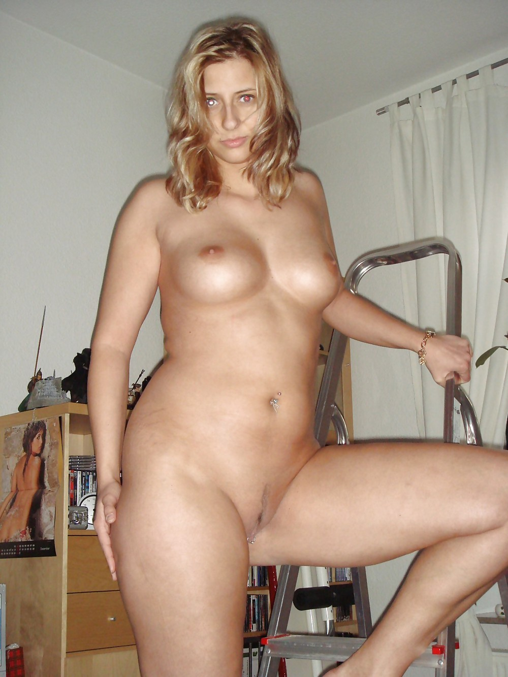 http://hotamateurmature.com/gallery/Housewives_milf_mature_elders/3.jpg