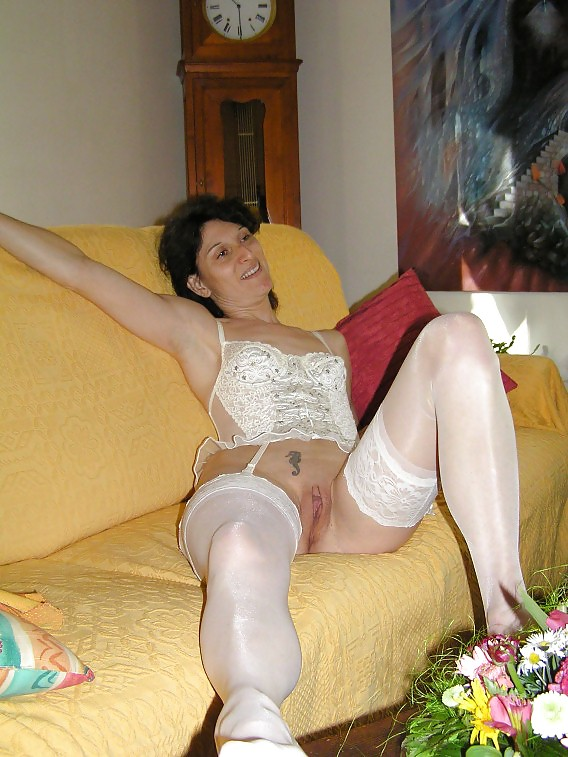 http://hotamateurmature.com/gallery/Housewives_milf_mature_elders/31.jpg