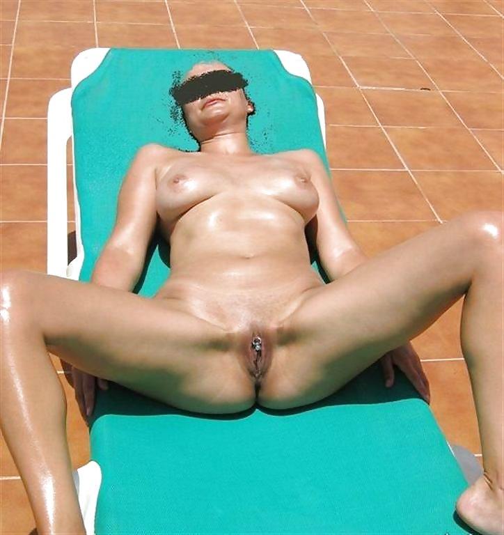 http://hotamateurmature.com/gallery/Housewives_milf_mature_elders/32.jpg