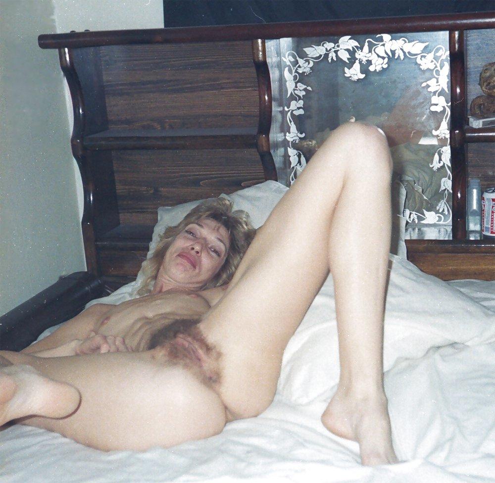 http://hotamateurmature.com/gallery/Housewives_milf_mature_elders/34.jpg