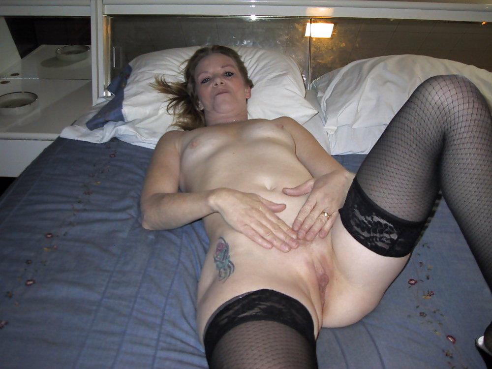 http://hotamateurmature.com/gallery/Housewives_milf_mature_elders/36.jpg