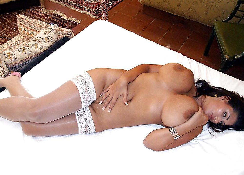 http://hotamateurmature.com/gallery/Housewives_milf_mature_elders/4.jpg
