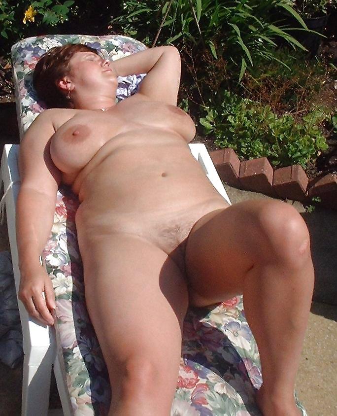 http://hotamateurmature.com/gallery/Housewives_milf_mature_elders/40.jpg