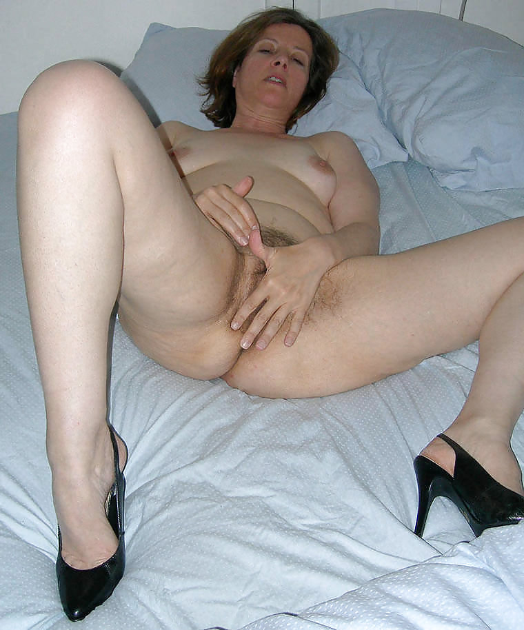 http://hotamateurmature.com/gallery/Housewives_milf_mature_elders/42.jpg