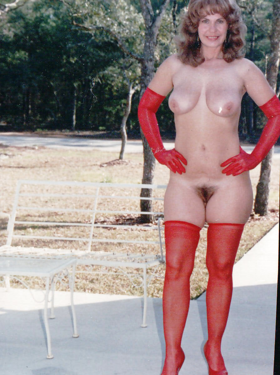 http://hotamateurmature.com/gallery/Housewives_milf_mature_elders/45.jpg