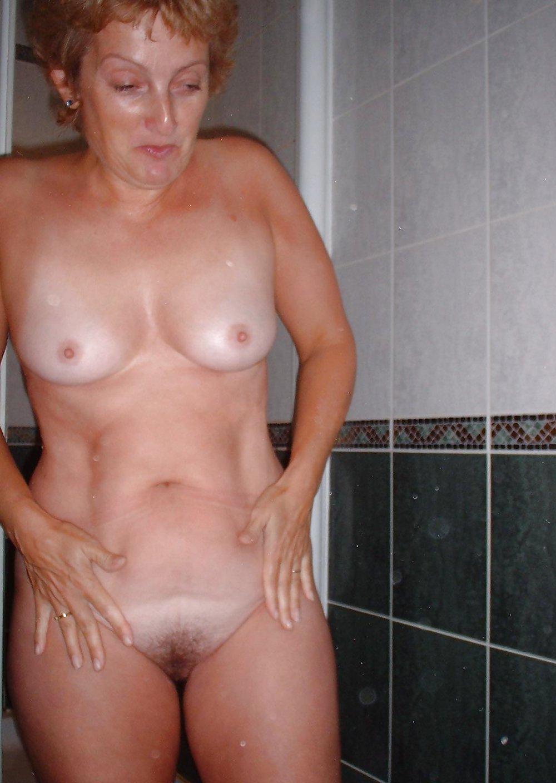 http://hotamateurmature.com/gallery/Housewives_milf_mature_elders/47.jpg