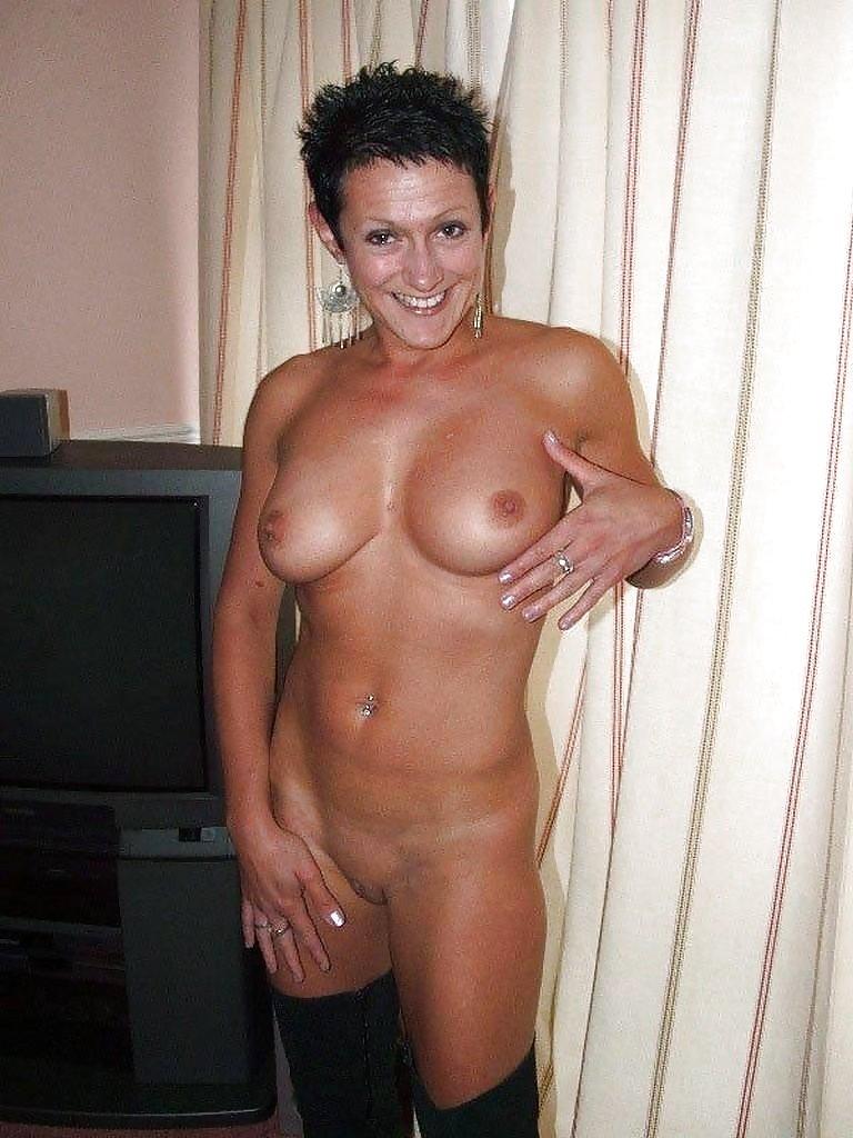 http://hotamateurmature.com/gallery/Housewives_milf_mature_elders/50.jpg