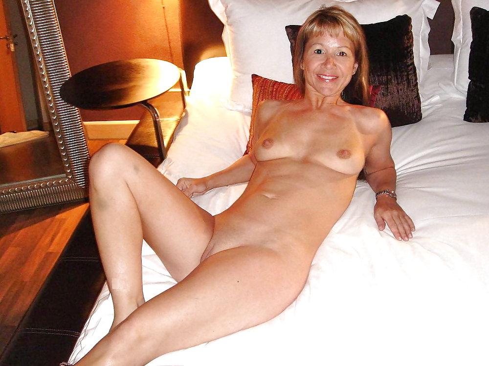 http://hotamateurmature.com/gallery/Housewives_milf_mature_elders/51.jpg