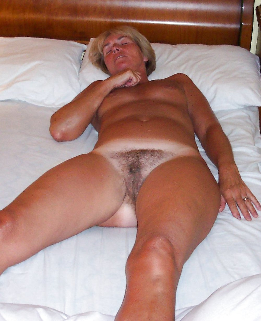 http://hotamateurmature.com/gallery/Housewives_milf_mature_elders/53.jpg