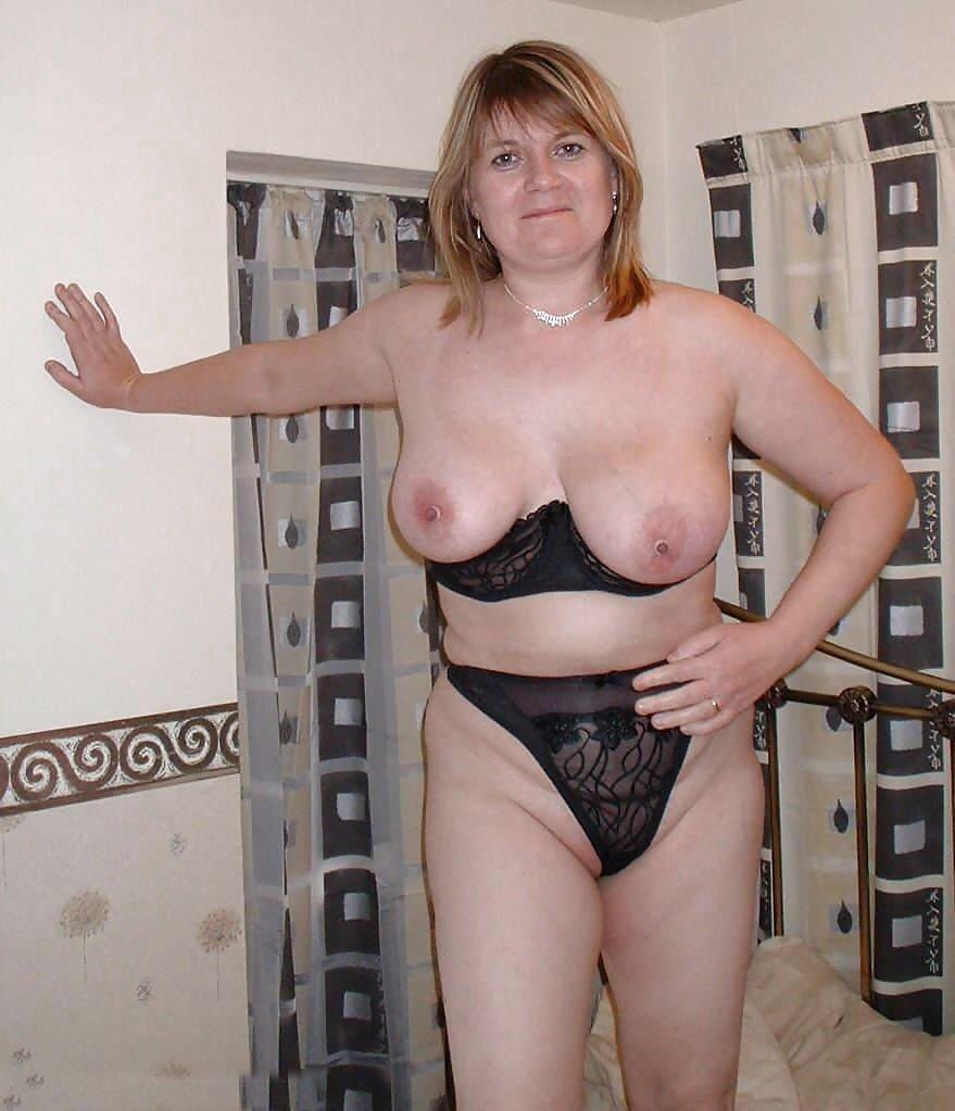 http://hotamateurmature.com/gallery/Housewives_milf_mature_elders/63.jpg