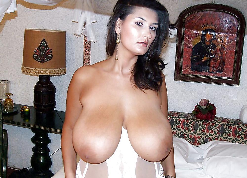 http://hotamateurmature.com/gallery/Housewives_milf_mature_elders/67.jpg