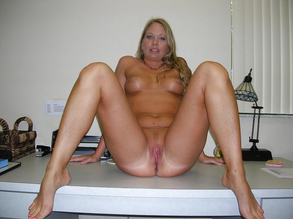 http://hotamateurmature.com/gallery/Housewives_milf_mature_elders/68.jpg