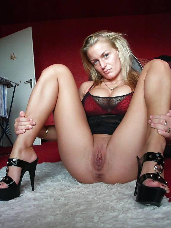 http://hotamateurmature.com/gallery/Housewives_milf_mature_elders/7.jpg