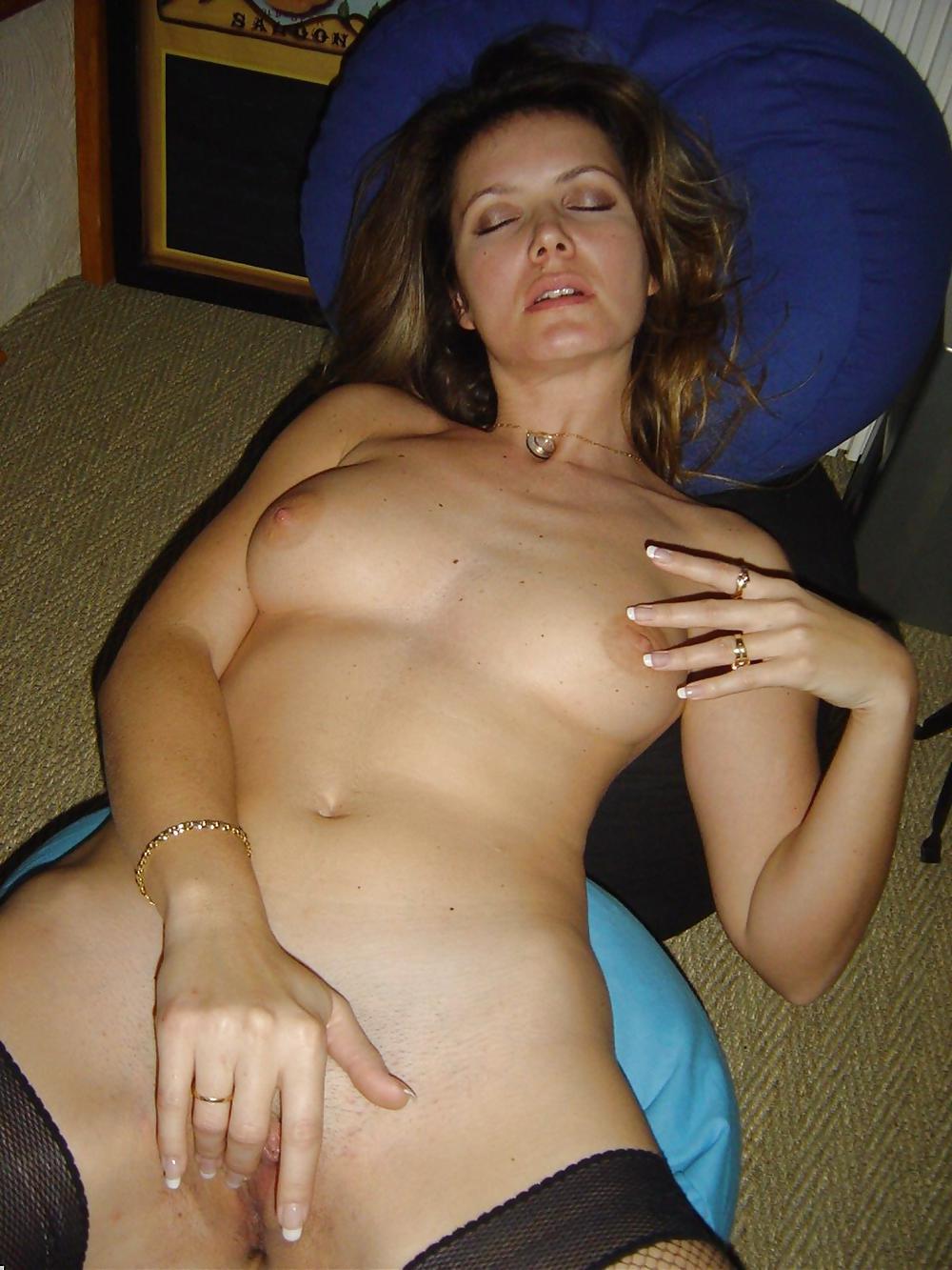 http://hotamateurmature.com/gallery/Housewives_milf_mature_elders/78.jpg