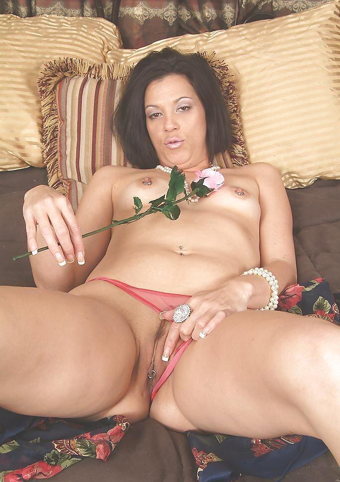 http://hotamateurmature.com/gallery/Housewives_milf_mature_elders/83.jpg