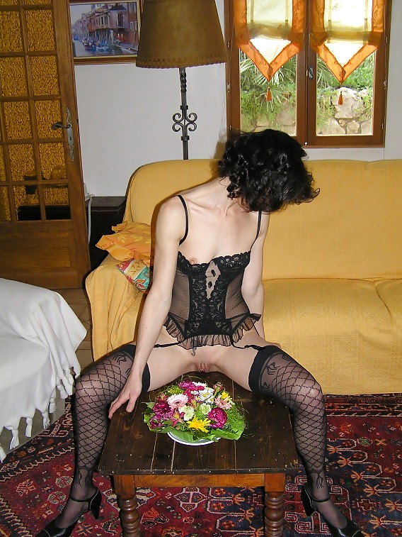 http://hotamateurmature.com/gallery/Housewives_milf_mature_elders/84.jpg