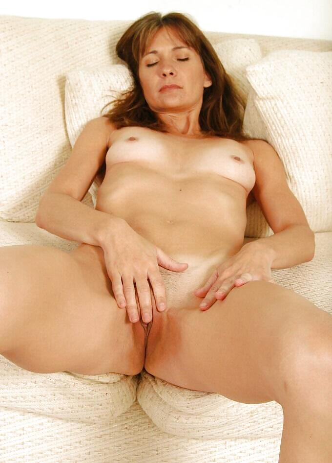 http://hotamateurmature.com/gallery/Housewives_milf_mature_elders/87.jpg