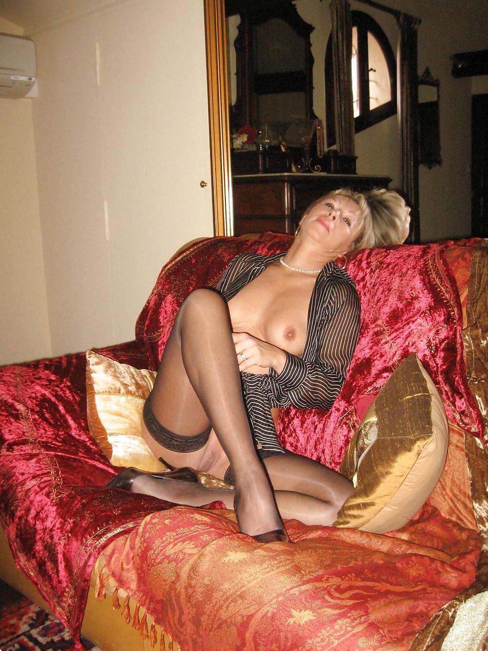 http://hotamateurmature.com/gallery/Housewives_milf_mature_elders/96.jpg