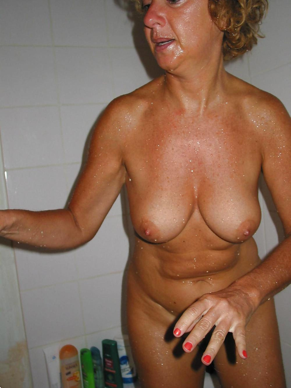 http://hotamateurmature.com/gallery/Housewives_milf_mature_elders/98.jpg