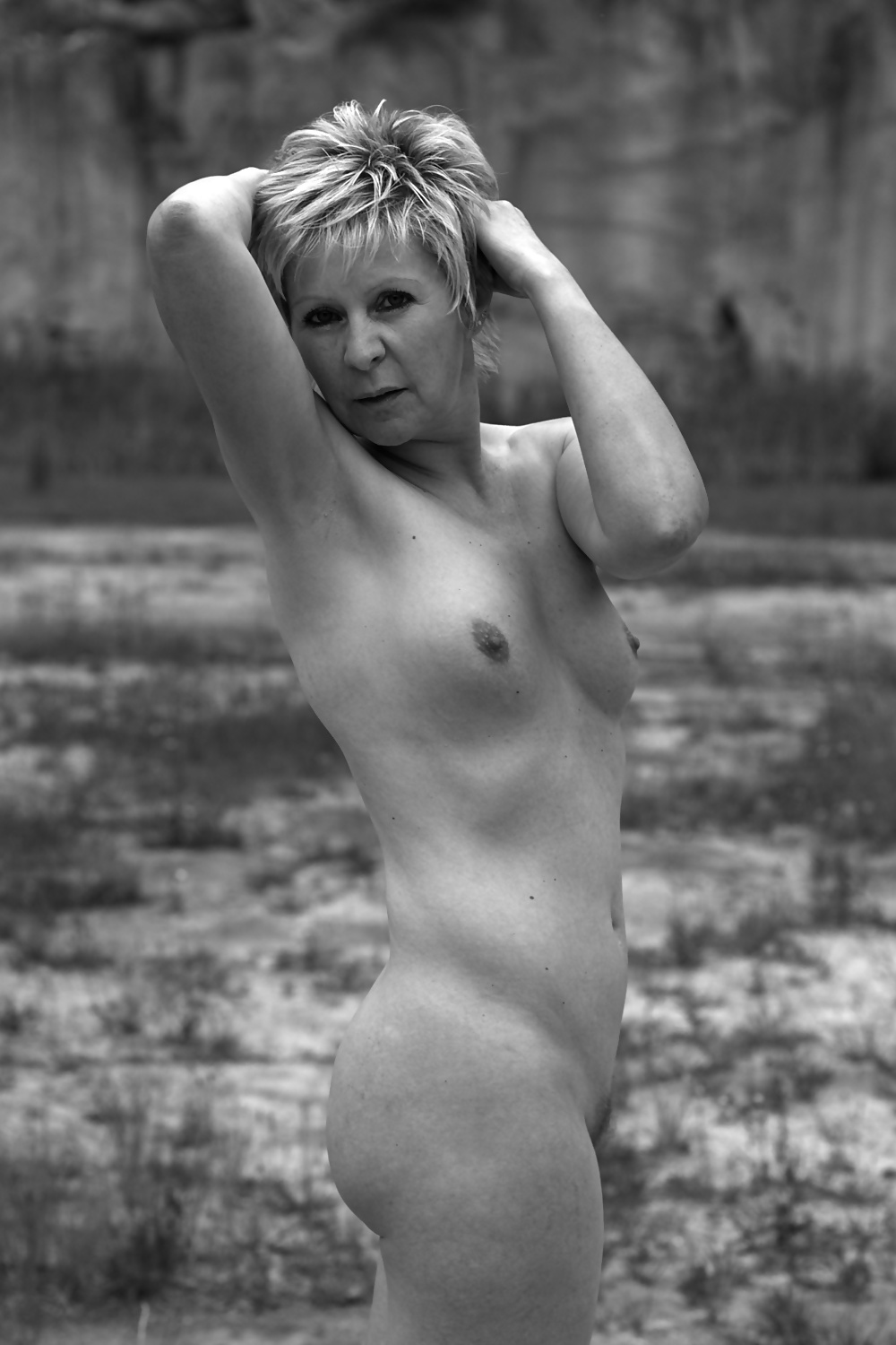 http://hotamateurmature.com/gallery/Mature_housewives_and_sexy_grannies_16/12.jpg