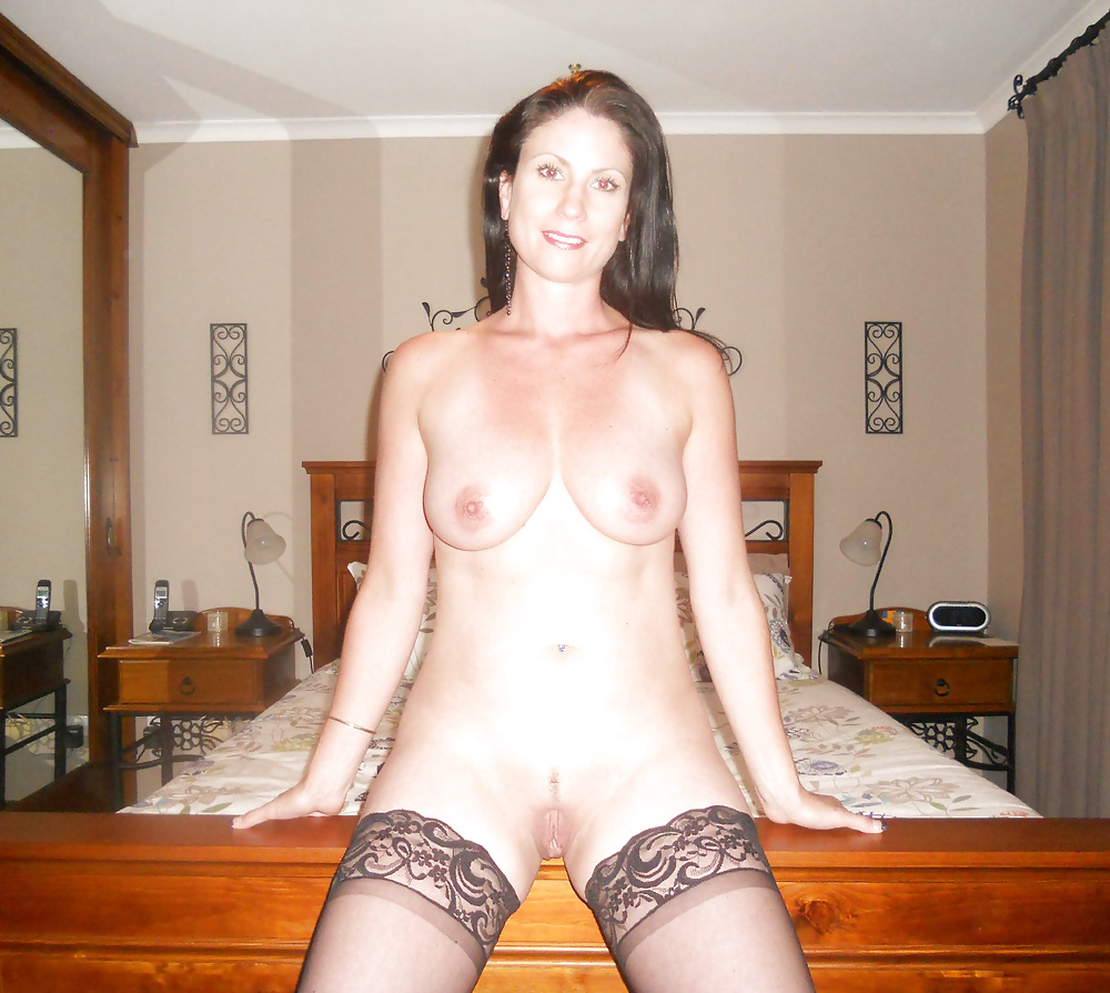 http://hotamateurmature.com/gallery/Mature_housewives_and_sexy_grannies_16/15.jpg