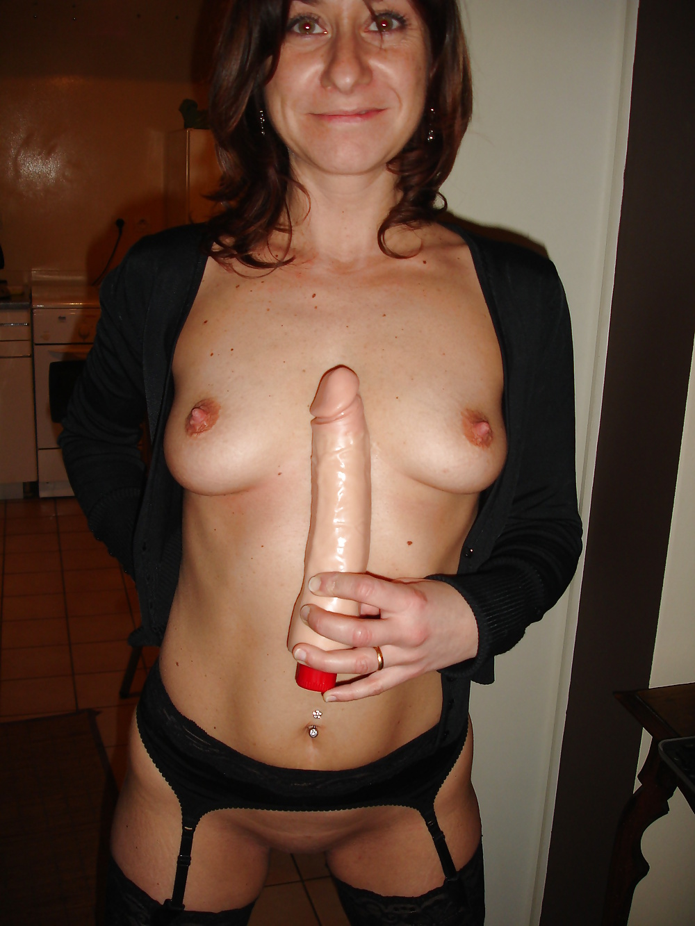 http://hotamateurmature.com/gallery/Mature_housewives_and_sexy_grannies_16/19.jpg