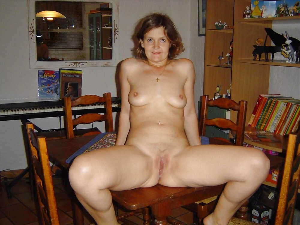 http://hotamateurmature.com/gallery/Mature_housewives_and_sexy_grannies_16/3.jpg