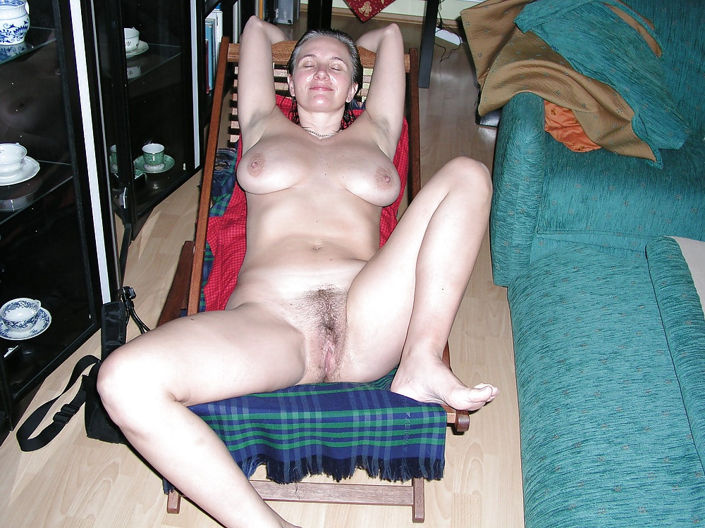 http://hotamateurmature.com/gallery/Mature_housewives_and_sexy_grannies_16/4.jpg