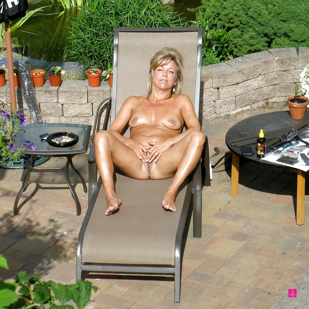 http://hotamateurmature.com/gallery/Mature_housewives_and_sexy_grannies_16/8.jpg