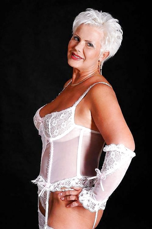 Hot Amateur Mature: Women over 50 Years